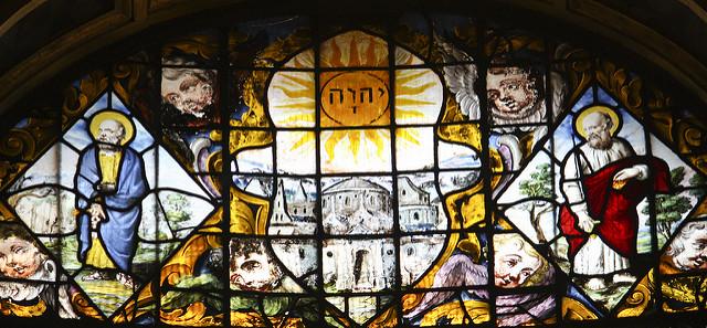 Van Linge ólomüveg ablaka a Queen's College-ban, Oxfordban. Középen a Tetragrammaton, mellette két oldalt Péter és Pál apostolok
