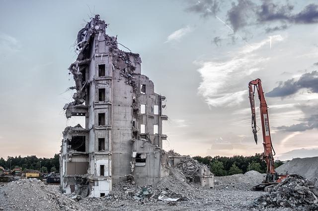 Ha gond van a vakolattal, inkább lebontod a házat vagy inkább felújítod?