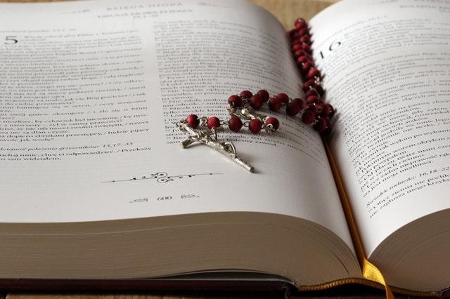 Napjainkban meg, mintha az ember a hitét alig ápolná