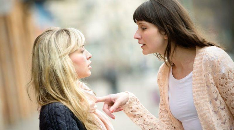 Túlságosan figyelned kell a szavaidra a jelenlétében