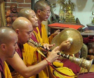 A tibeti szakrális zenében fontos szerepe van az emberi hangnak.