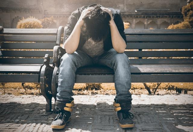 Milyen tünetekkel jár, és milyen fokozatai vannak a spirituális válságnak?