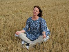 Meditálunk a nyári mezőn