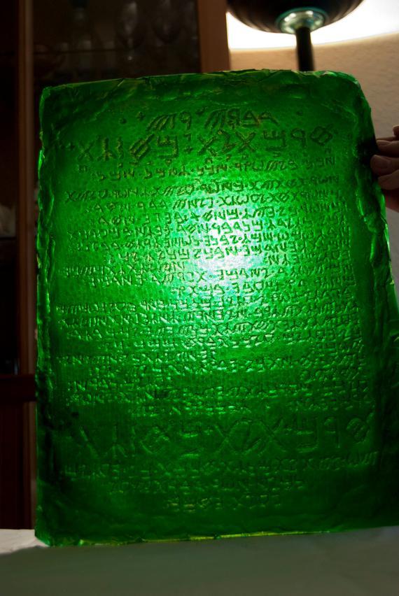 A Tabula Smaragdina tizenhárom mondat.