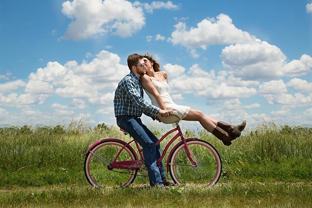 A szerelmes nem lát, nem hall, nem gondolkodik, csak érez és vágyódik a másik iránt