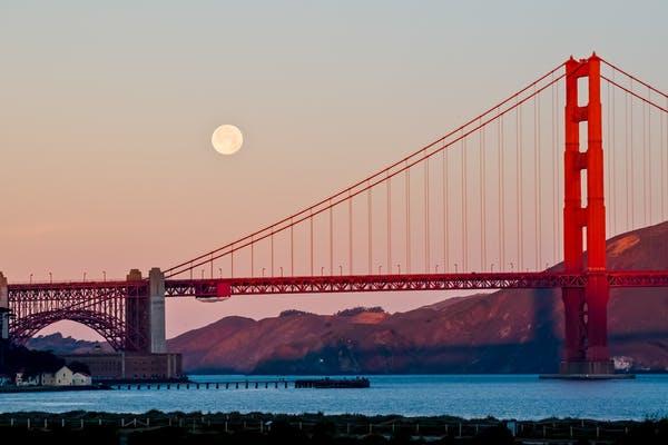 Szuperhold San Francisco felett