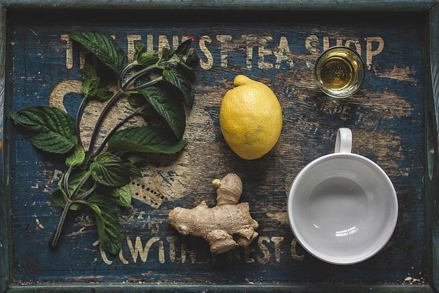 A lehulló szemhéjakból tealevelek nőttek, amely az éberség italaként mind a mai napig a zen gyakorlás közben elfogyasztható egyetlen ital.