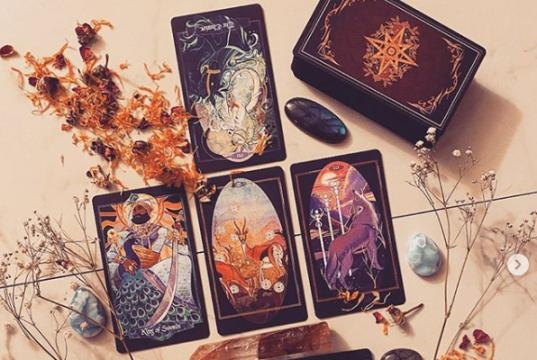Így húzd ki a napi Tarot kártyát - kezdd a napot szívtudatosan a Tarot-val